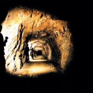 Chodnik w Podziemnej Trasie Turystycznej Kopalnia Złota